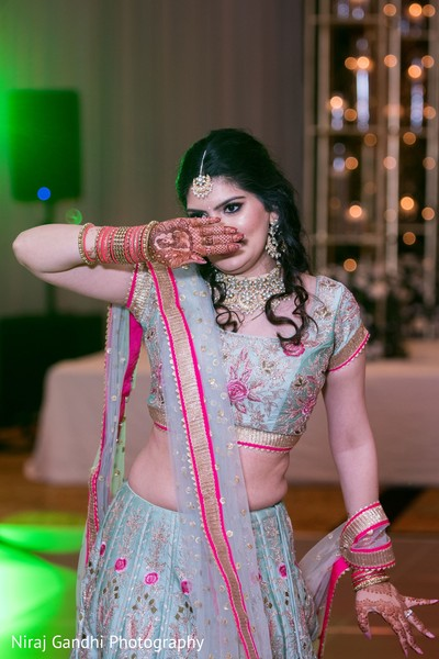 Stunning Maharani dancing.