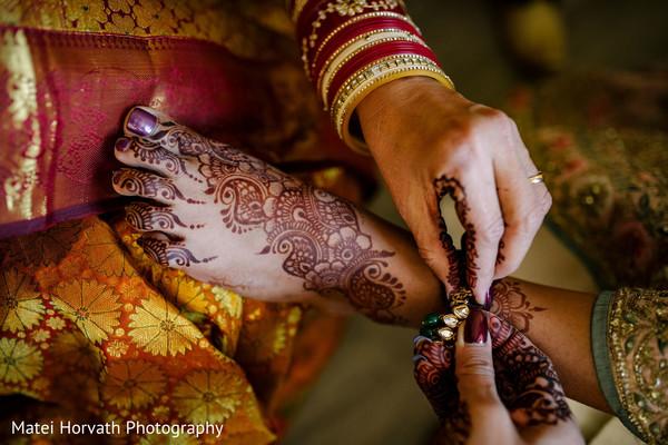 Amazing mehndi art on maharani's feet.