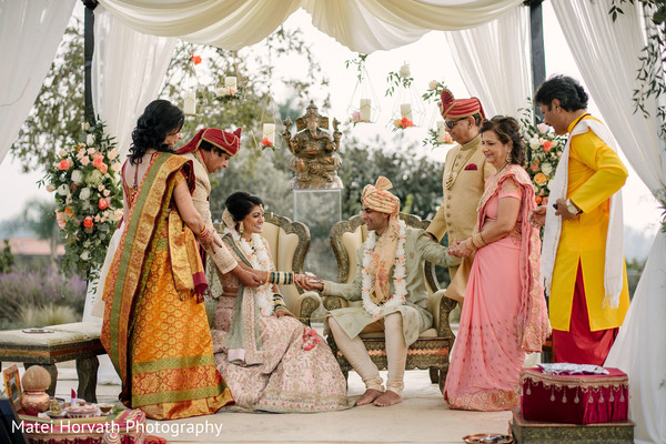 Magnificent Indian wedding picture.
