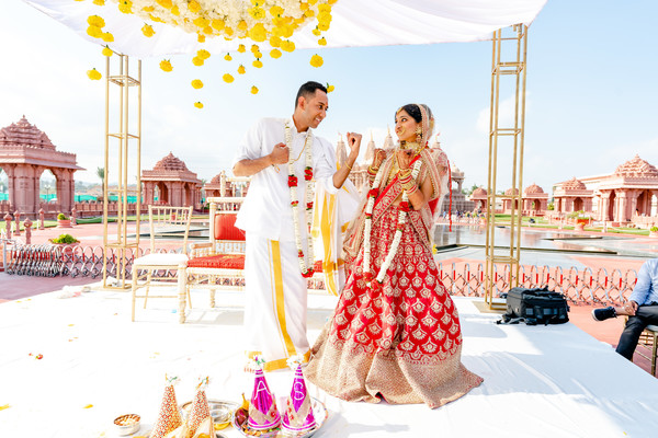 See this funny indian bride and groom photo session