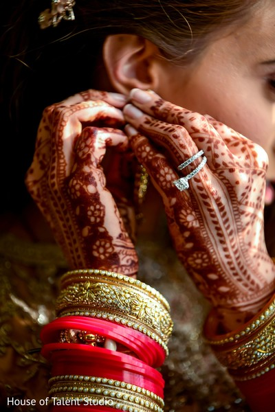 Maharani showing her ring and mehndi art.