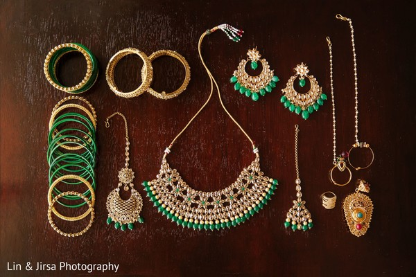 Accessories in green and gold used by Maharani.