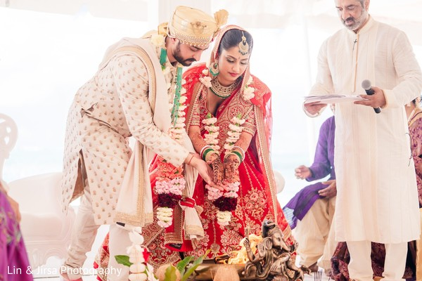 Indian couple during Agni hindu ritual.