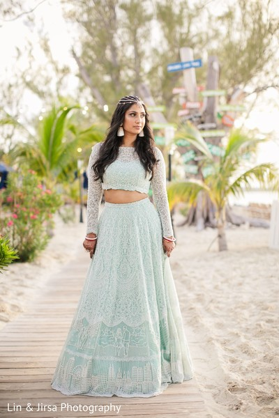 Maharani possing for Photo session by the beach.