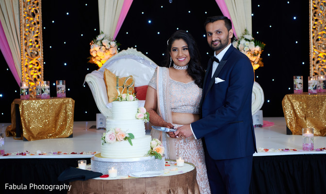 Indian bride and her Indian groom with the Hindu wedding cake.