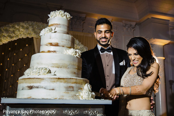 Maharani and her Indian groom cutting the wedding cake.
