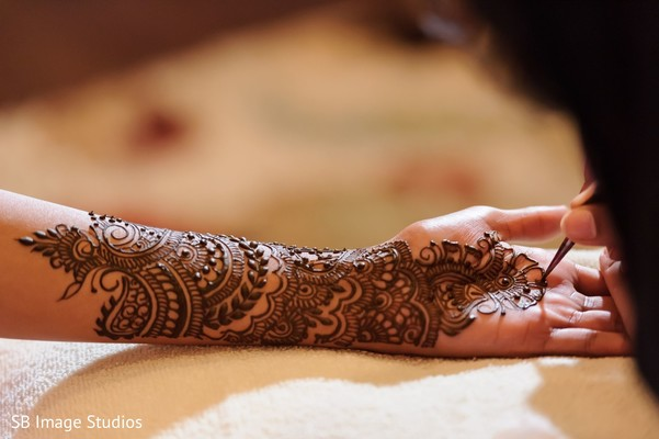 Indian bridal brown color henna art.