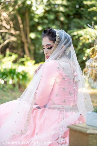 Hair and makeup ideas for the Indian wedding ceremony.