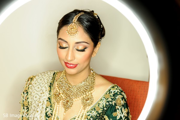 Maharani wearing her ceremony golden jewelry.