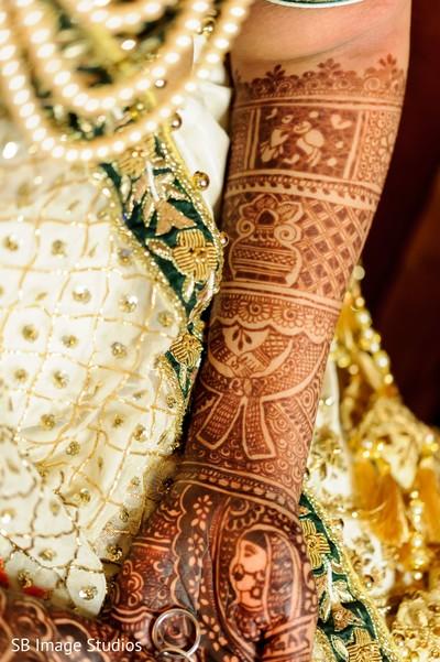 Indian bridal brown henna art.