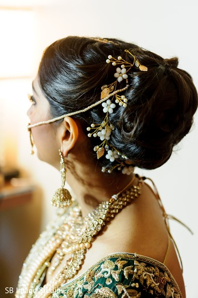 Incredible indian bridal golden and white hair flowers decorations.