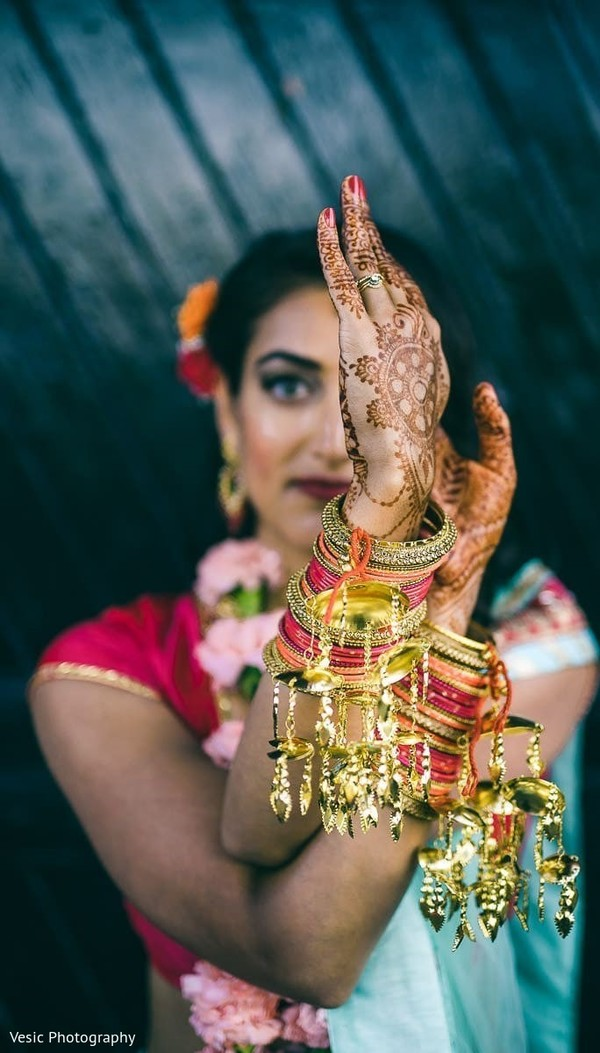 Maharani showing of the jewelry and her henna stained hands