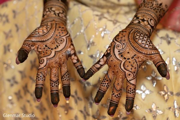 Henna art design ideas for the Maharani style.
