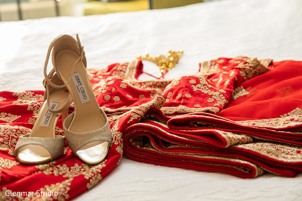 Maharani's shoes and lengha design details.