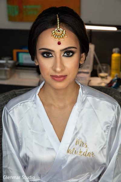 The stunning Maharani showing her hair and makeup design.