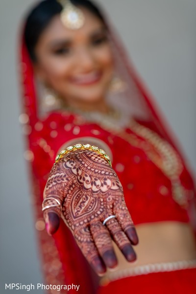 Detailed Indian bridal mendi art.