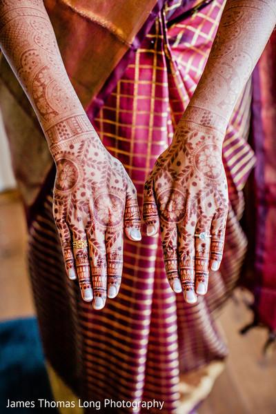 Maharani showing her mehndi design.