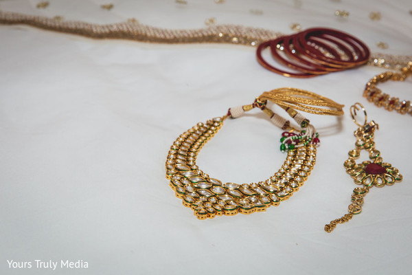 The choker and jewels to be used by Maharani