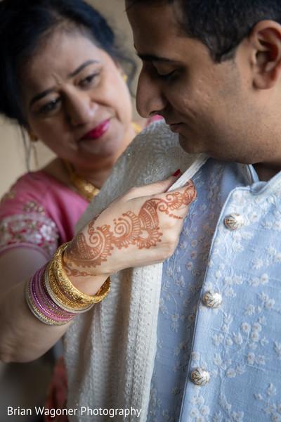 Indian groom putting his Dupatta.