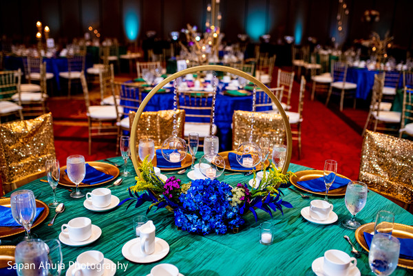 Table center decoration with blue flowers.