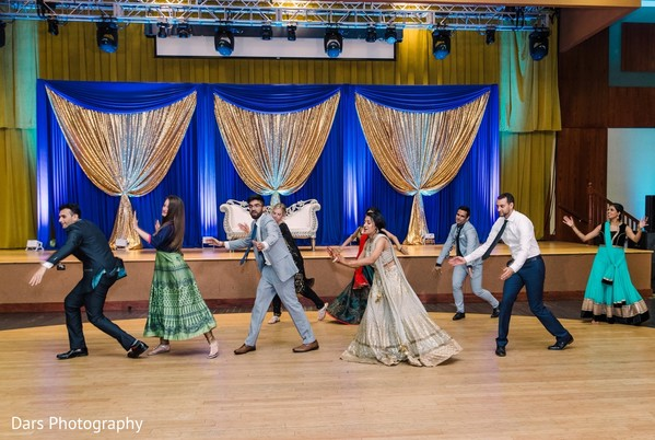 Fabulous boys and girls indian wedding choreography.