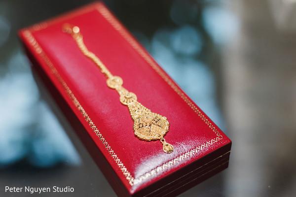 Maharani's yellow gold matha patti.