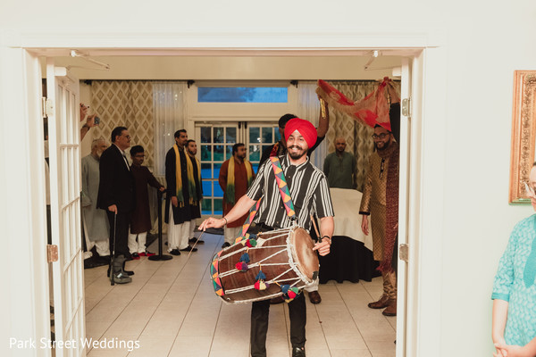Indian pre-wedding dhol player capture.
