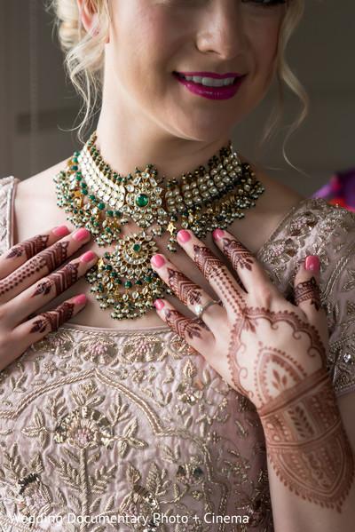 Indian bride wearing her golden kundan necklace.