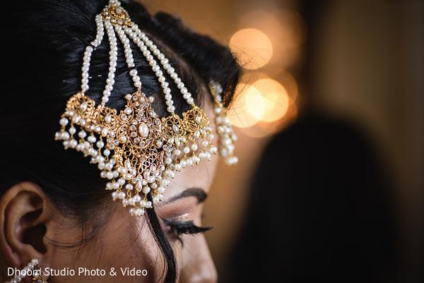 A close up to Maharani's headpieces
