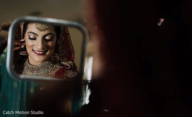 Maharani getting her kundan earrings on capture.