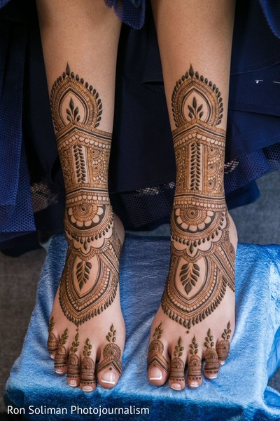 A close up to the mehndin on Maharani's feet
