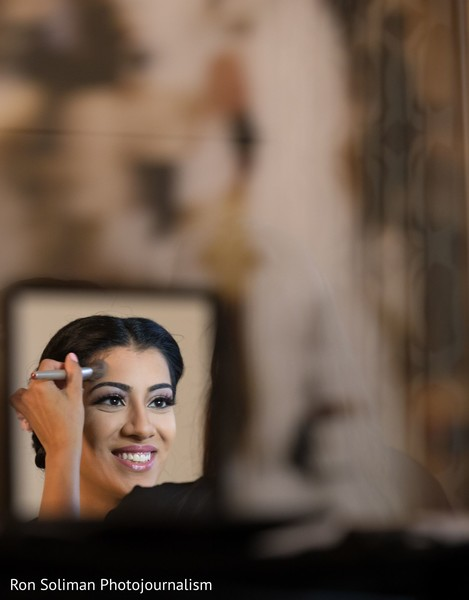 A picture of Maharani's make up session
