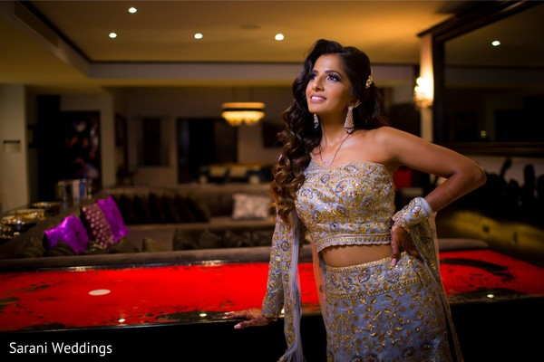 Indian bride posing with her reception golden and light purple.