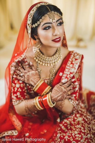 Maharani showing of her wedding attire and mehndi