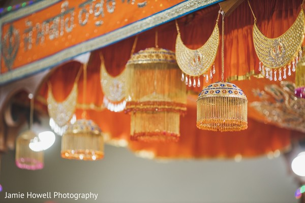 A close up to the decorations in the wedding hall