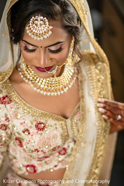 Maharani showing her makeup.