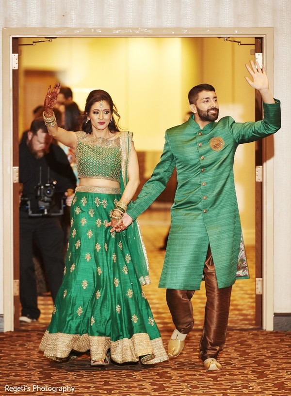 Indian couple arriving to the reception party.