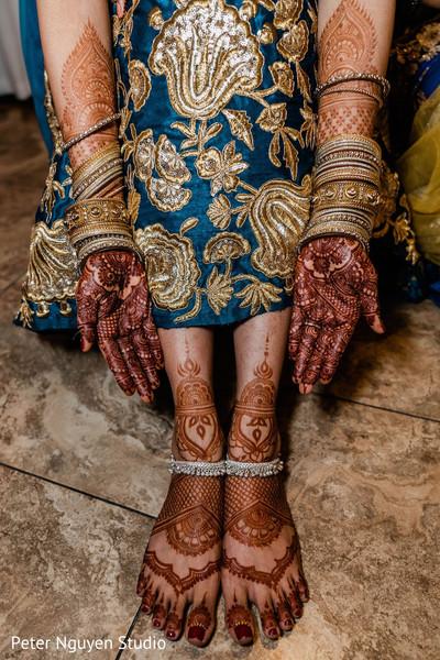 mehndi art on maharani's hands and feet