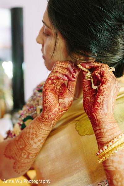 Maharani putting her earings.