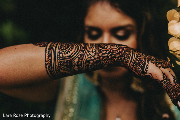 Indian bridal dark mehndi art.