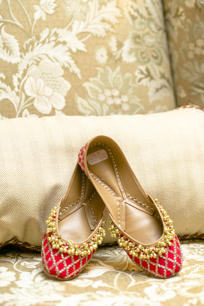 Indian wedding golden and red mojaris.