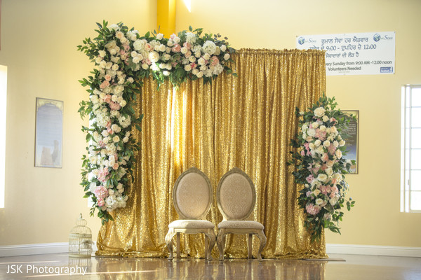 Golden draping with white and pink roses decoration.