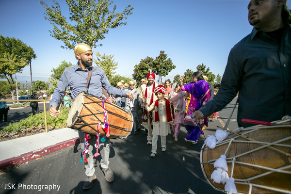 Baraat procession dhol players.