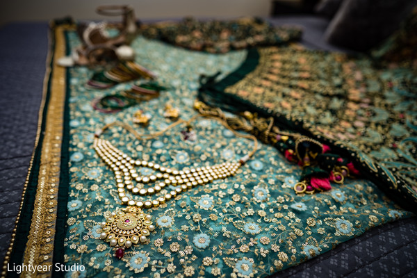 Marvelous Indian bride jewelry.