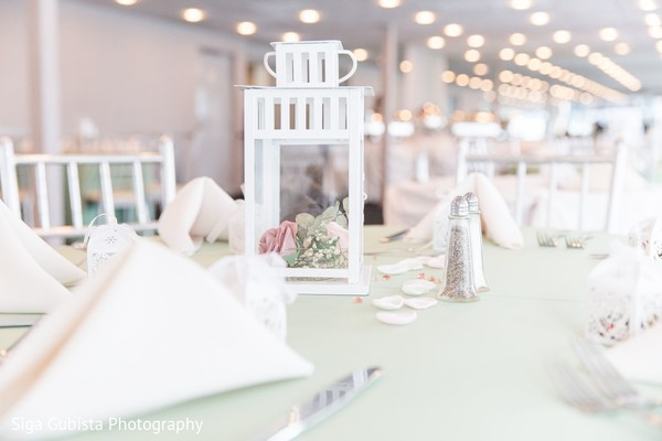 Delicate Indian wedding centerpieces