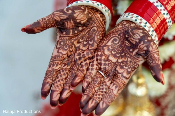 Indian bridal flowers mehndi art.