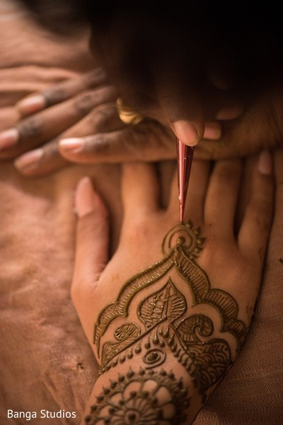 Mehndi in Gujarat, India Hindu Wedding by Banga Studios