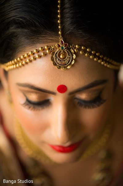 getting ready,indian bride getting ready,tikka,bridal tikka,wedding tikka,makeup