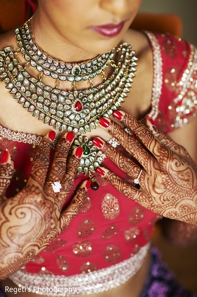getting ready,indian bride getting ready,necklace,jewelry,mehndi