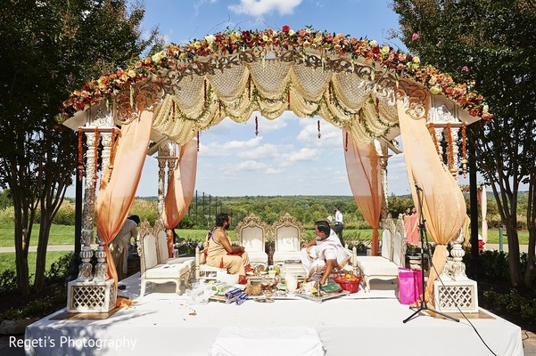 Mandap in Leesburg, VA Indian Wedding by Regeti's Photography